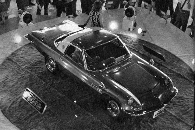画像: 1964年、東京モーターショーと名称を変えた第11回ショーでは、マツダはコスモと名づけられたロータリースポーツのプロトタイプを初披露した。