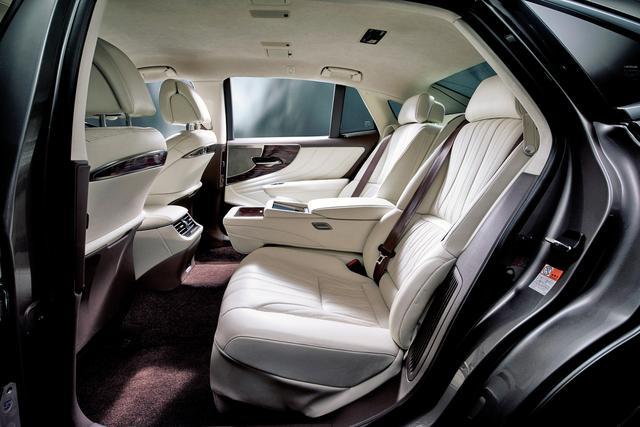 画像2: LS500h バージョンL(インテリアカラー : ホワイト)<オプション装着車>