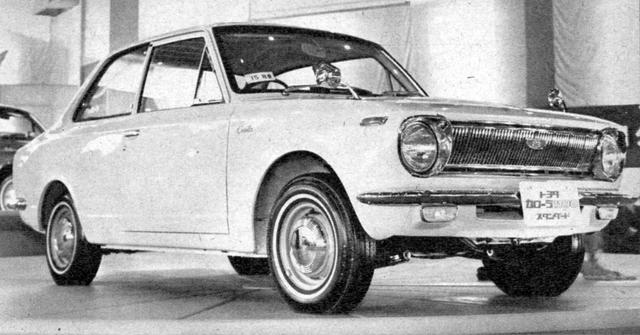 画像: カローラの初代がデビューしたのは、1966年の第13回ショー。翌年には、スプリンターの前身となるカローラクーペが参考出品される。