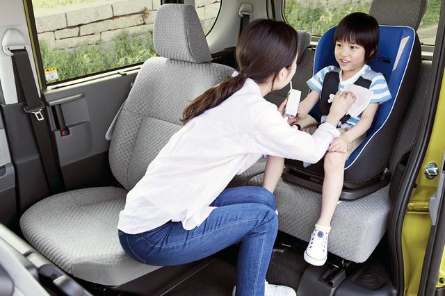 画像: タントは運転席のスライドが大きいので、例として助手席側の後ろに装着している。使い勝手を考えれば、助手席側の後ろでも問題はない。