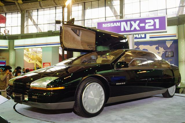 画像: 日産 NX-21は中折れ式のガルウイングドアを採用していた。