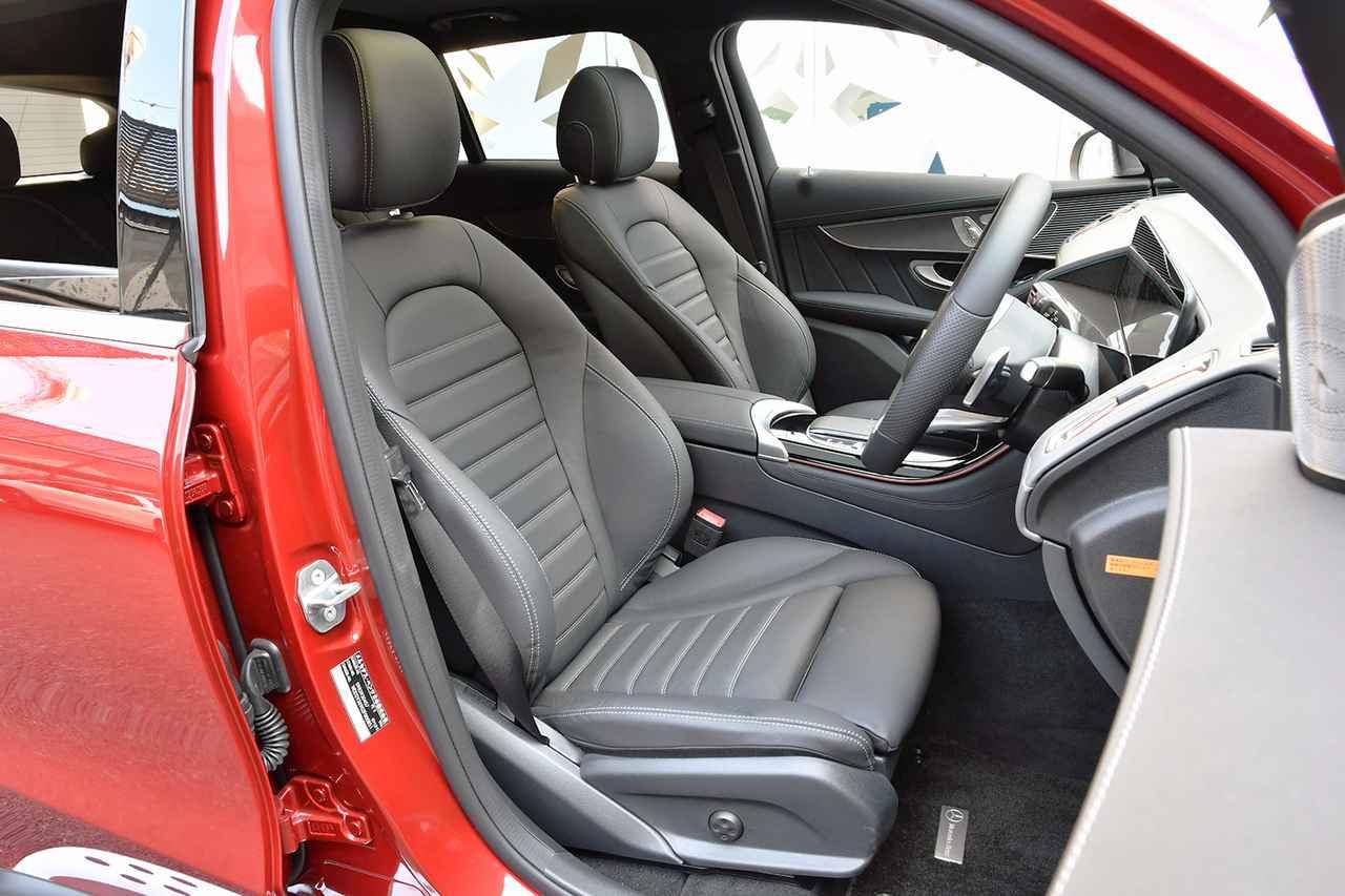 画像: ローズゴールドのアクセントが入ったフロントシートは電動アジャストでヒーターを内蔵。