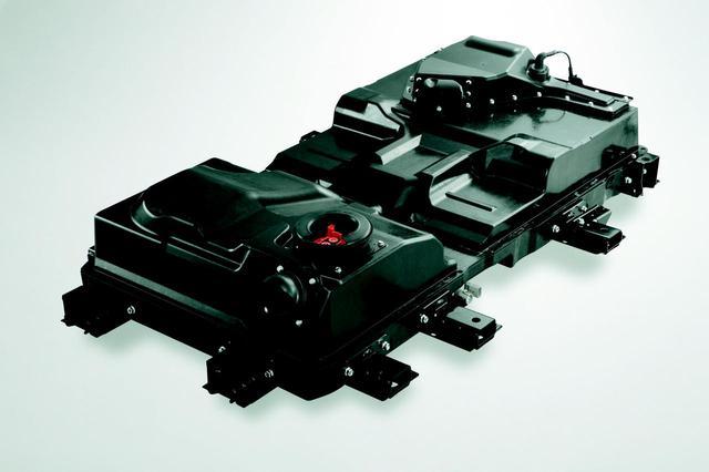 画像: i-MiEVのリチウムイオン電池のユニット。初期のものでは10・15モードで160kmの走行を可能とした。