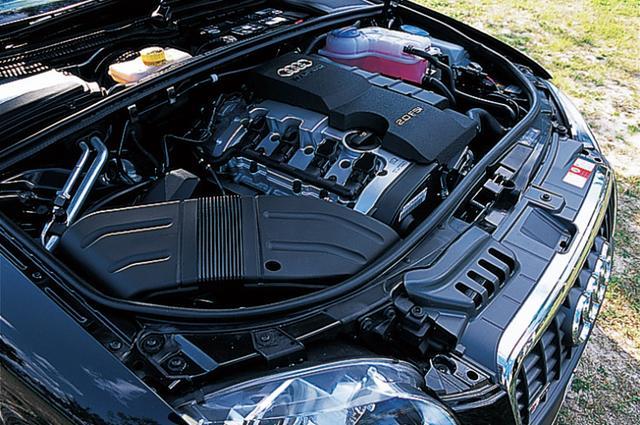 画像: まずデビュー時に用意されたエンジンは3種類。A3スポーツバックに続いて採用された2Lの直噴ターボは、A4に新たな走りの世界を生み出した。
