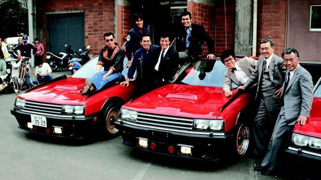 画像: PART-III 第16話「大門軍団フォーメーション」と登場する3台の赤いRSのお披露目発表会にて。1983年5月、東京・六本木にあった旧・テレビ朝日社屋裏の毛利庭園にて。