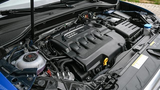 画像: 搭載の2L直4DOHCディーゼルターボエンジン。最高出力150ps/最大トルク340Nmを発生する。