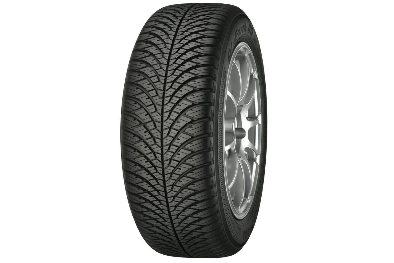 画像: ヨコハマタイヤのオールシーズンタイヤ、ブルーアース4S AW21。V字シェイプとクロスグルーブが特徴のトレッドデザイン。