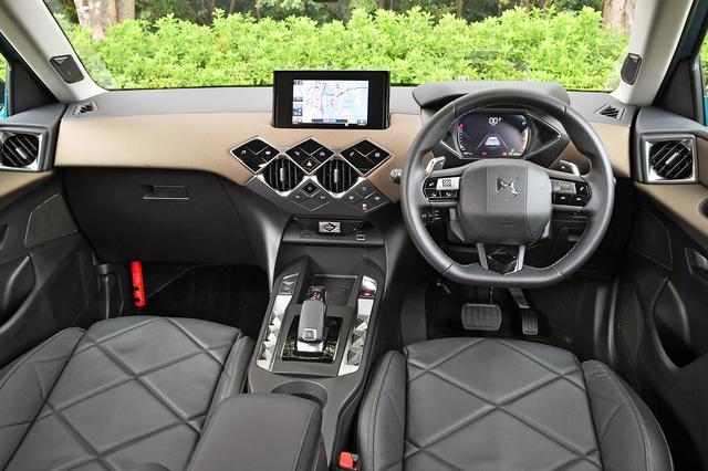 画像: 質感の高いインテリア。センターダッシュ上の7インチ タッチスクリーンは操作しやすい。