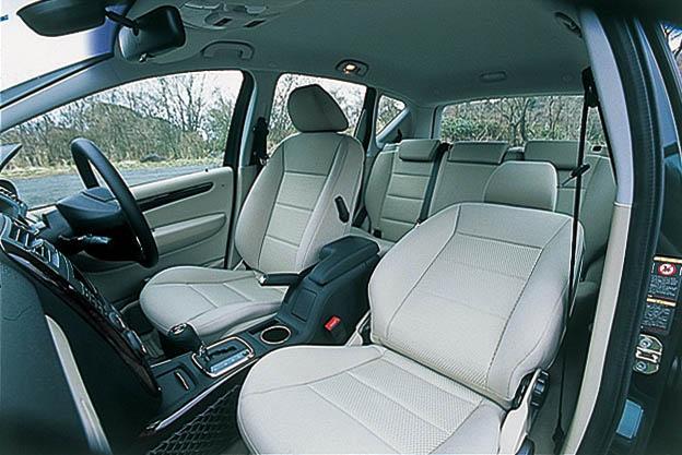 Images : 11番目の画像 - BMW116iとメルセデス・ベンツA170エレガンス - Webモーターマガジン