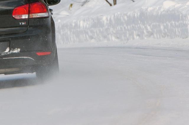 画像: ダンロップのウインターマックス02は、凍結路面でのグリップ性能の向上を図られたスタッドレスタイヤ。