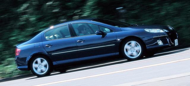 画像: 407  2.2。FF車としてはシートの位置がかなり後ろ寄りになっているのがわかる。