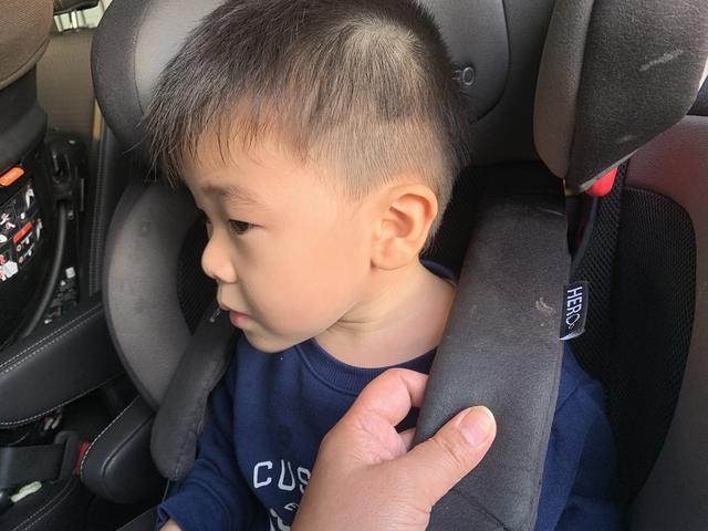 画像: チャイルドシートのベルトは、子どもを乗り降りさせるたびに調整することが大切だ。