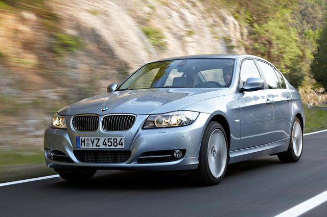 画像: BMW 2シリーズグランクーペとほぼ同じボディサイズを持つ、先々代のE90型3シリーズセダン。