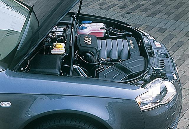 画像: A4 3.2 FSIクワトロ。3.2L V6エンジンをフロントに突き出すようにオーバーハングに置く一方で、もうひとつの重量物であるバッテリーはバルクヘッド内、ホイールベースの中にセット。