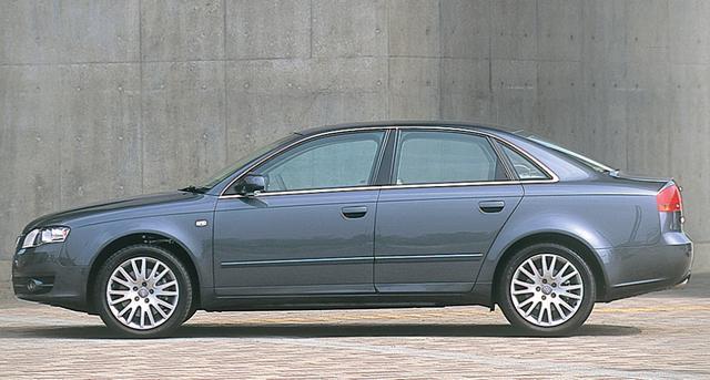 画像: 330iと比較すると、フロントタイヤの位置が後ろめとなるのがA4の特徴。試乗車の前後重量配分は1010kg:670kg。前後比は60:40。