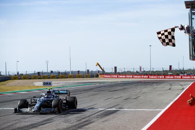 画像: 終盤までレースをリード、最後にボッタスにかわされたものの、2位に入ったハミルトン。見事な1ストップ戦略でチャンピオンを決めた。