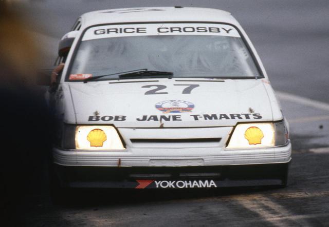 画像: 27号車は最終コーナーからストレートに帰ってきた瞬間に左前輪が外れるというトラブルに見舞われたが、このまま5位でゴールインする。