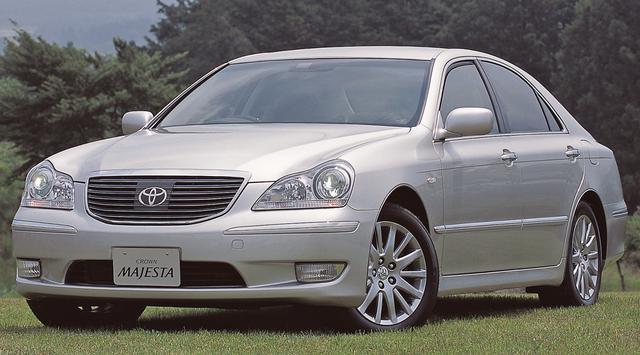 画像: 2005年のレクサスブランド国内展開を踏まえ、次代のトップofトヨタとして開発されたマジェスタは、ロイヤル系から半年遅れの2004年7月に満を持して登場。