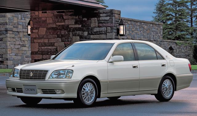 画像: 日本を代表する高級車クラウンの核がロイヤルシリーズ。全長×全幅×全高=4820×1765×1455mmのボディは欧州Eセグメントと肩を並べる堂々たるもの。