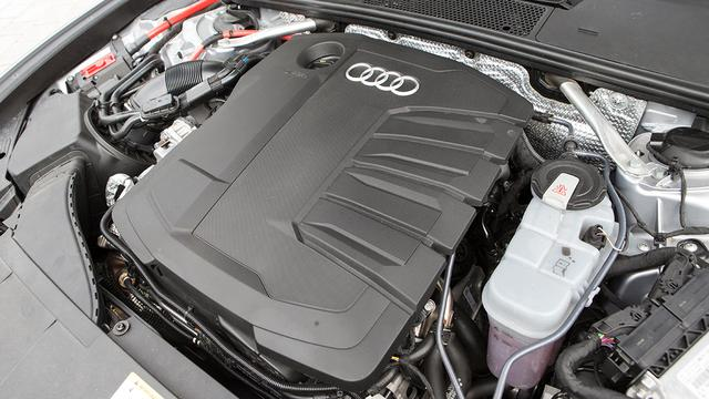 画像: コモンレール式2L直4ディーゼルターボエンジンは204ps、 400Nmを発生、圧縮比は16.2とされている。