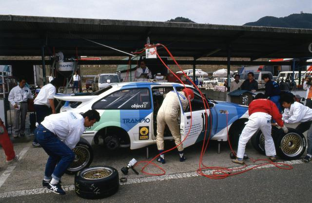 画像: 日本でのフォード シエラRSコスワースのデビュー戦は、1987年の開幕戦。タイヤとのマッチングに悩みながら予選3位。決勝ではエンジントラブルでリタイアとなる。