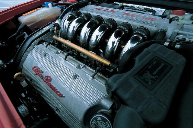 画像: 156/156スポーツワゴンGTAは3.2L V6DOHCエンジンを搭載。ベースモデルのエンジンは2種類で、直噴ストイキの2L直4DOHCと伝統の2.5L V6DOHCとなる。