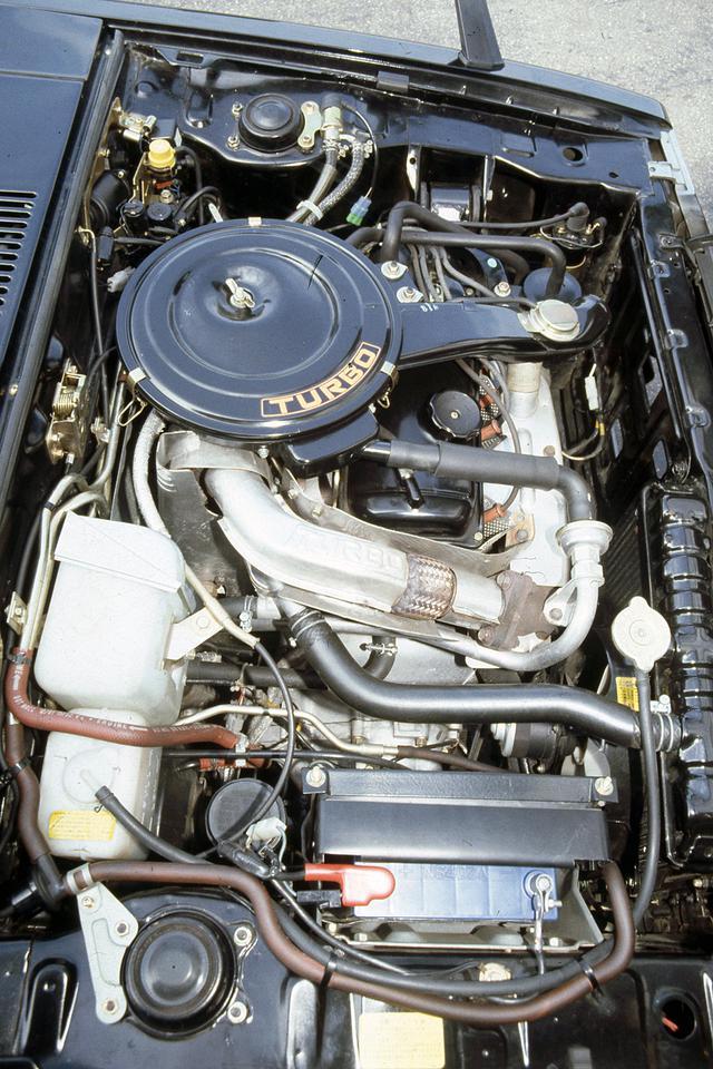 画像: 105psを発生すると同時に10モード燃費16.4km/Lの低燃費性能でも注目された。