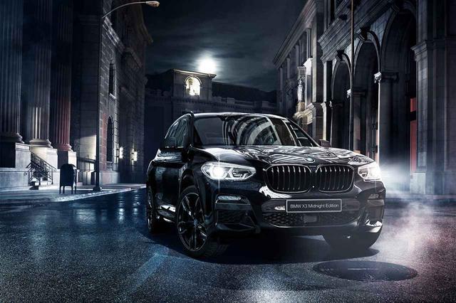 画像: BMW X3 xDrive20d ミッドナイトエディションは、ブラックのパーツを外装に採用する。内装はブラウン系。