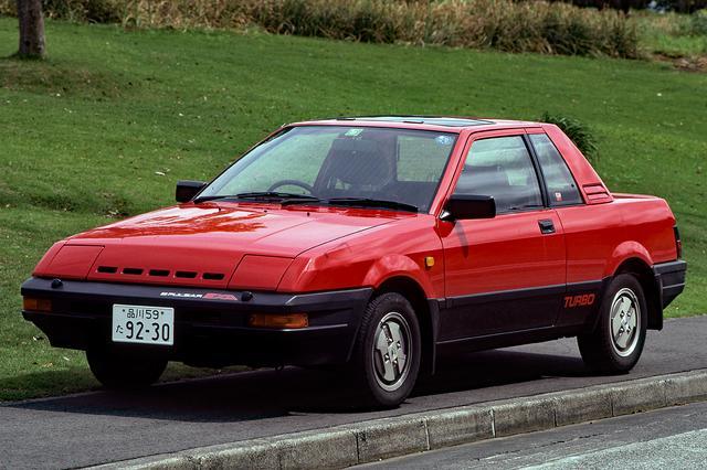 画像: リトラクタブルヘッドランプにウエッジシェイプのボディは、日本車離れしたスタイリングだった。