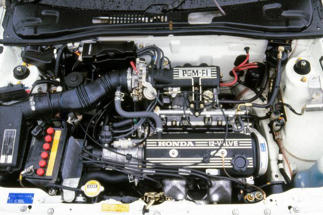 画像: 重量増を嫌って、あえてSOHC3バルブを採用したEW型エンジンは1.5Lクラス最強の110psを発生した。