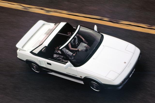 画像: 1986年8月のマイナーチェンジでスーパーチャージャー仕様とTバールーフ装着車が設定された。