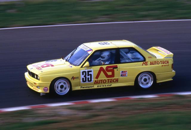 画像: トルクフルな2.3L直4エンジンと軽量ボディで上位クラスと互角以上の戦いを魅せたE30 BMW M3(オートテックM3)