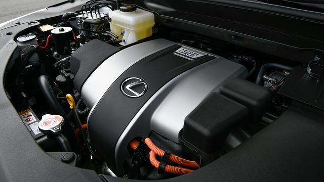 画像: V6エンジンには高い燃焼効率を持つD-4S、Dual VVT-iなどを採用。
