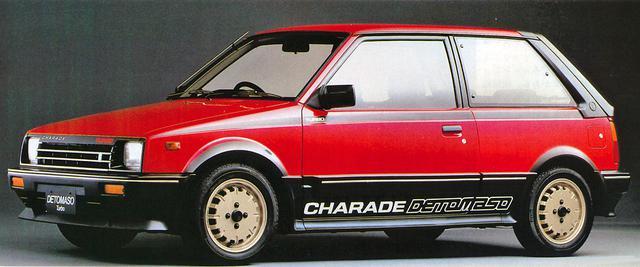 画像: 当時、メーカーが手がけたモデルとしては斬新だった。ボディカラーは写真の赤/黒2トーンのほかに白/黒2トーンも設定されていた。