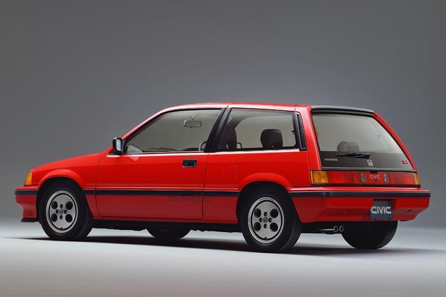画像: 今までのハッチバック車とは異なるロングルーフが、ワンダーシビックでは外観における最大の特徴だった。