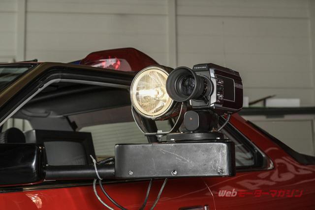 画像: 360度全方向回転するリモコン式サーチライトを東芝製のビデオカメラと共に装備。劇中仕様では、赤外線映像処理と温度感知画像処理に連動して、スクリーン上に写し出すことが可能となっている。