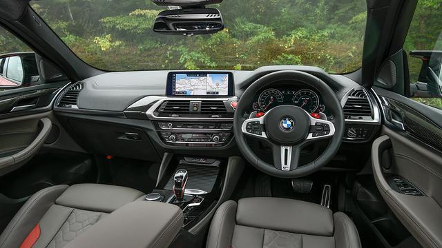 画像: BMWらしいスポーティな中に機能性も追求したインテリア。HDDナビゲーションシステムは、10.25インチの高解像度カラーワイドディスプレイを採用している。