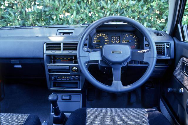 画像: 構えず乗れる気軽さが持ち味だが、タコメーターのレッドゾーンは7000rpmからと本格派だ。