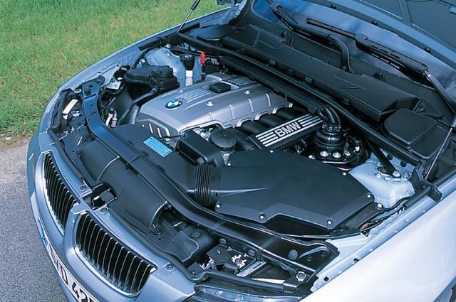 画像: フラットトルクで非常に扱いやすいN52B25A型2.5Lストレート6エンジン。3Lエンジンは過剰なほどトルクがあることが比較試乗でわかった。