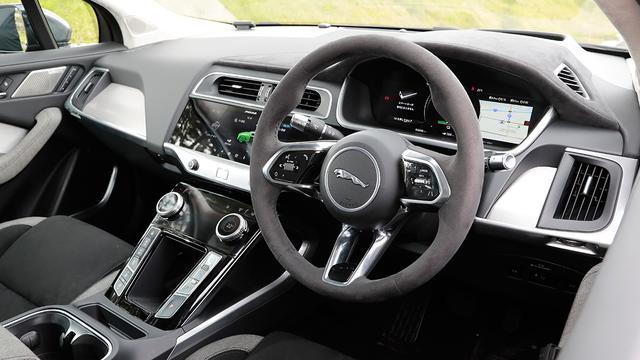 画像: 10インチと5インチのデュアルタッチスクリーン「タッチプロデュオ」ではナビ設定、空調操作などさまざまな操作が可能。