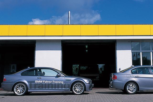 画像: ボディサイドの「ファーラートレーニング」とは、ドイツ語で「ドライバートレーニング」という意味。
