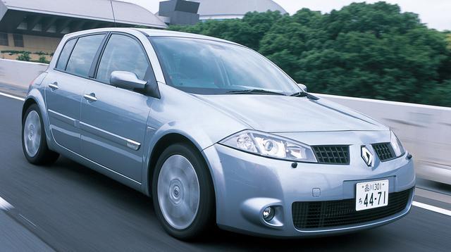 画像: 2004昨年11月に日本で発表されたメガーヌ・ルノースポール。この時は3ドアモデルのみだったが、2005年5月に待望の5ドアモデルが登場した。