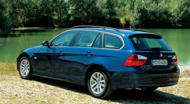 画像: E90型3シリーズに加わった「ツーリング」。試乗車は325iツーリング。
