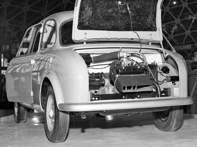 画像: 493ccの空冷 直2 OHVエンジンをリアに搭載したRRだった。
