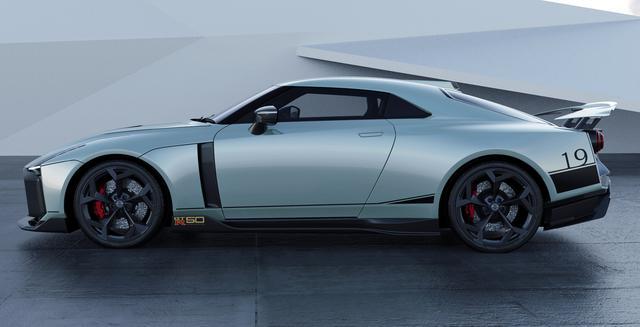 画像: ボディカラーはミントの日産 GT-R50 by イタルデザイン。ボディに描かれた「19」の数字は、「日本一速い男」星野一義が好んで付けたゼッケン番号と同じだが・・・。