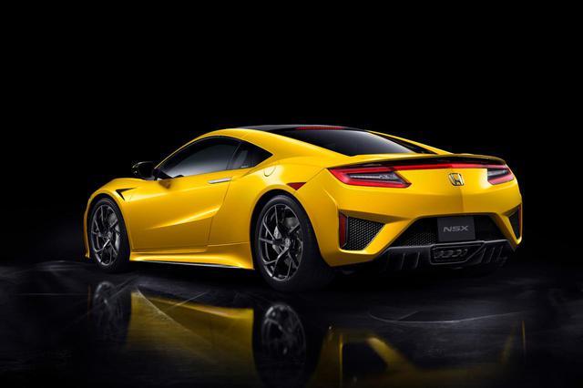 画像: 眼にも鮮やかなホンダ NSXに追加された新ボディカラー「インディイエローパールII」は有料色で8万8000円高となる。