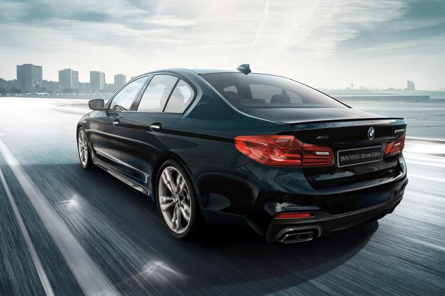 画像: 5シリーズのMパフォーマンスモデル、BMW M550i xDriveアルティメットエディションは55台の限定車として登場した。