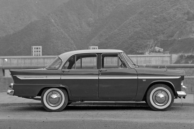 画像: 全長は4.4m近く、全幅も1.7m近くと、当時の国産車としてはサイズは大きいほうだった。