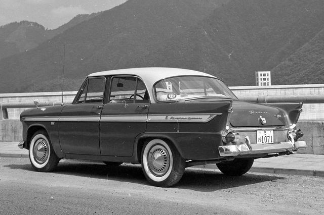 画像: テールフィンやラップラウンドのリアウインドーなど、当時のアメリカ車のテイストを取り入れたスタイリング。