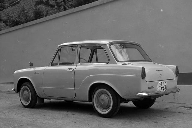 画像: テールランプは、当時のモデルに多く採用されていた縦型の小さなもの。ウインカーとストップランプも一体だった。